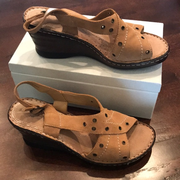 5d4a913df70b Naturalizer Shoes - NWOT NATURALIZER WEDGE SHOES SIZE 9